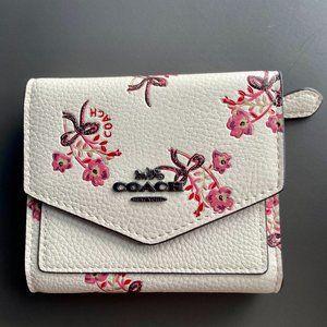 🎊Coach White Simple Three Fold Short Wallet